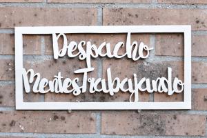 Cartel_biblioteca_madera_Coco