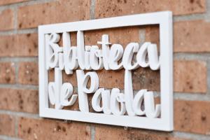 Cartel_biblioteca_madera_Paola_2